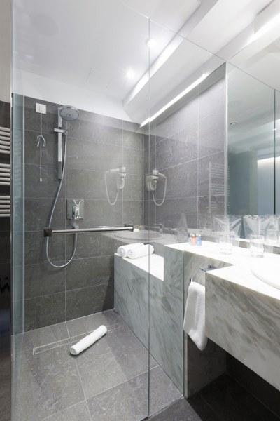 Natuursteen badkamer design